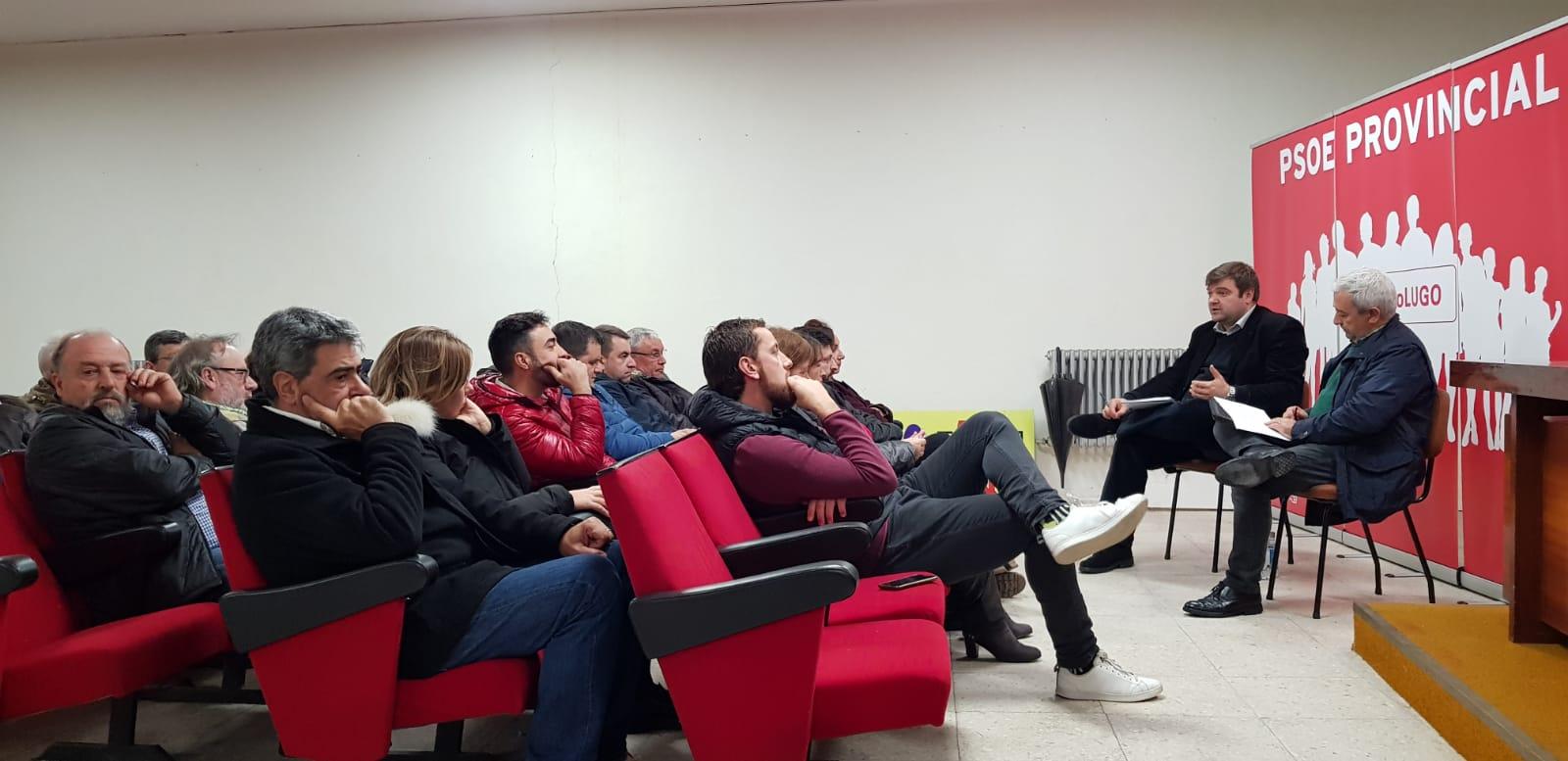 Foto dun Encontro Comarcal con militantes no que participaron o Secretario Xeral e o Deputado no parlamento galego